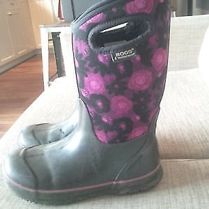Girls Winter BOGS size 4
