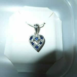 Beautiful 18kt white G Heart pendant with diamonds and sapphires