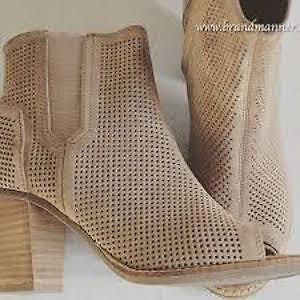 BNWT Tom's Ankle booties ( Perfect for Spring /Summer)
