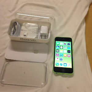 Good condition green iPhone 5C 16GB with Telus or Koodo