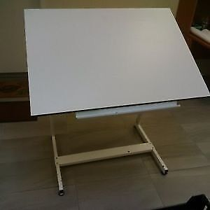 Radius Tension Drafting Table