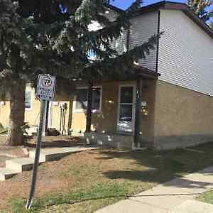 $1,150 / 3 Bedroom Condo in Mill Woods - Available immediately