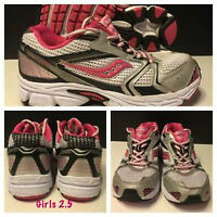 GIRLS SAUCONY RUNNING SHOES LIKE NEW 2.5