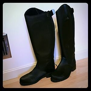 Tall winter riding boots