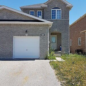 3 Bedroom Townhouse Available August 1st - South End Barrie