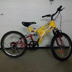 Vélo de montagne avec suspension pour junior