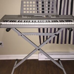 Yamaha YPT-300 Electronic Portable Keyboard