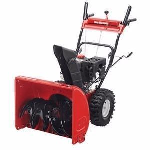 Souffleuse à neige Yard Machines 2 phases de 277 cc avec largeur de déblaiement de 28 po