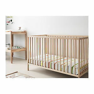 Never used convertible crib with matresse