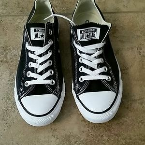 Black and white converse size 8