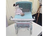 Beautiful Girls Dolls Silvercross Pram including matching pram bag and seperate pillow and quilt set