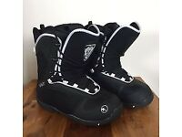 Trans snowboard boots in black size 8 great condition