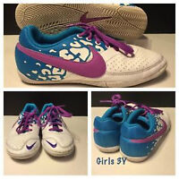 GIRLS 3Y NIKE SHOES LIKE NEW