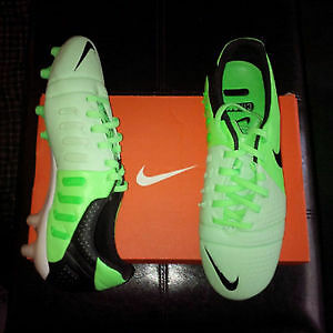 Nike Soccer Cleats Sz. 6.5 BRAND NEW