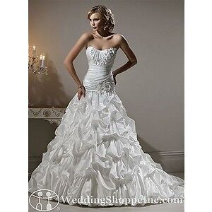 Maggie Sottero Wedding Dress sz 6 no alterations London Ontario image 3