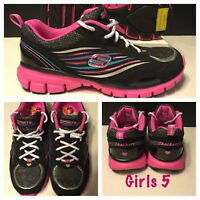 GIRLS SIZE 5 SKECHERS RUNNING SHOES NEW