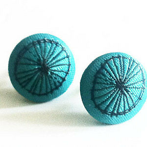 New in packages: Two pairs button earings