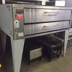 BAKERS PRIDE PIZZA OVEN, SINGLE DECK, NATURAL GAS *WARRANT
