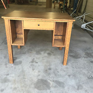Desk Solid Wood Oakville / Halton Region Toronto (GTA) image 1
