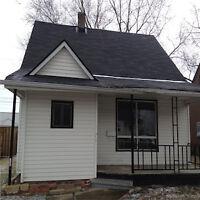 3 bedroom house $799 plus on Oak!