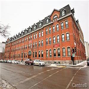 !!!!!!! ATWATER MARKET LARGE CONDO ON 2 FLOORS !!!!!!!!!