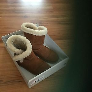 Boots (ugg style) size 8