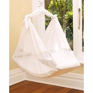 Beautiful almost new Amby Nest baby hammock with travel bag and accessories