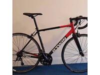 BTwin Triban 520 road bike in very good condition carbon fork, sora gear set, medium frame