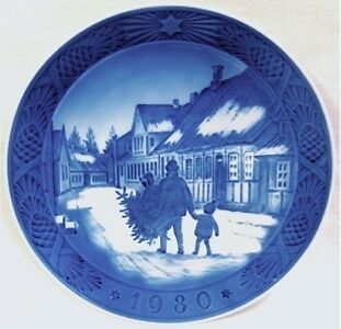Royal Copenhagen 1980 Christmas Plate MINT Bring Home the Christmas Tree Mint on Rummage