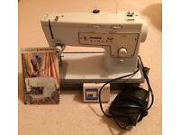 Singer 413 Sewing 'Bee' Machine