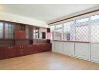 Spacious 4 bed house in Raynes Park