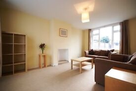 AMAZING VALUE 2 DOUBLE BEDROOM FLAT- PERFECT FOR SHARERS - PROFESSIONALS ONLY - FURNISHED
