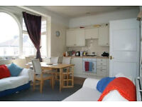 FANTASTIC 2 BEDROOM, 2 BATHROOM FLAT IN HAMMERSMITH