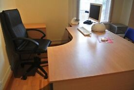 Desk in a shared office to rent with 24/7 access