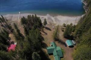 Kootenay LAKEHOUSE V Rental 680' Beach & Dock on 4ac by the bay