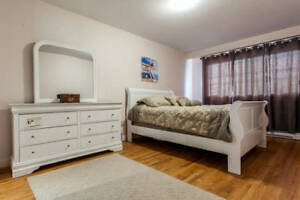 QUEEN BEDROOM SET-head&foot board/dresser/mirror/side table