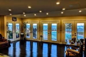 Exotic lake front villa with  pool in Hamilton !!