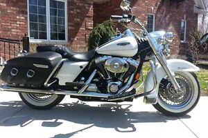 GORGEOUS / MAGNIFIQUE 2004 Harley Davidson Road King Classic