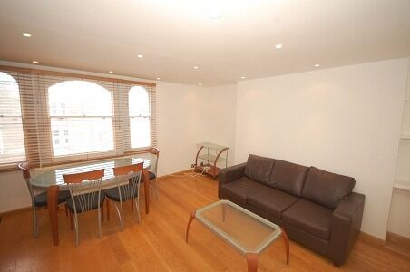 Large dble bed, shwr room, spacious recep with wooden floor and kit with integrated appliances.