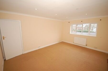 A bright, two double bedroom maisonette located in the coveted Courtlands development.
