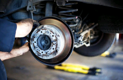 Mechanic car repairs servicing transmission clutch diff gearbox