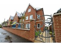 Luxury 2 bed apartment with secured car parking within easy walk of Guildford High St and station
