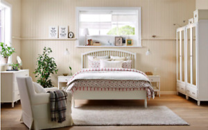Gorgeous Queen Bed White Bed Frame - Like New!