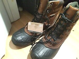 NEW with TAGS: Serious boots SOREL men value 220. Columbia woma