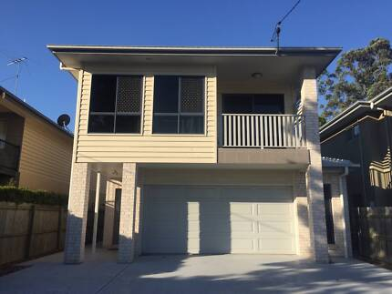 Room Available in Modern House In Indooroopilly