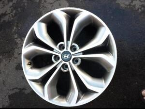 ONE ONLY. NOT FOUR.HYUNDAI SANTA FE 2013 FACTORY OEM 19 INCH ALLOY WHEEL IN GOOD CONDITION.
