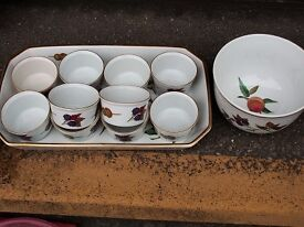 Royal Worcester oven to table ware Evesham ramekins (10x), bowl and serving dish