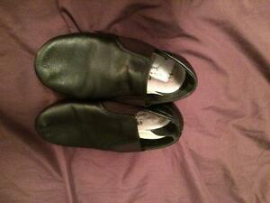 Girls size 1.5 Jazz Shoes