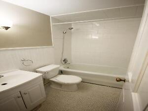 Minutes to Downtown!! 214 Queen ST South!! Kitchener / Waterloo Kitchener Area image 2