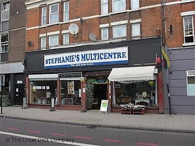 Commercial unit for rent with view to central street, available